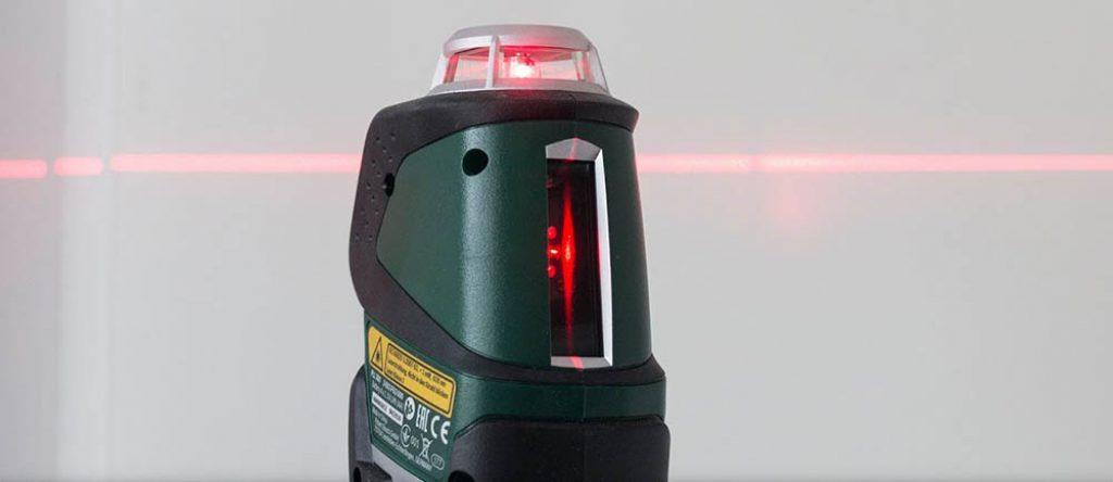 21550d0bee3b4 Le PLL 360 de Bosch fait des prouesses lorsqu'on l'utilise. En effet, sa  ligne horizontale de 360° est mise parfaitement à niveau afin de permettre  ...